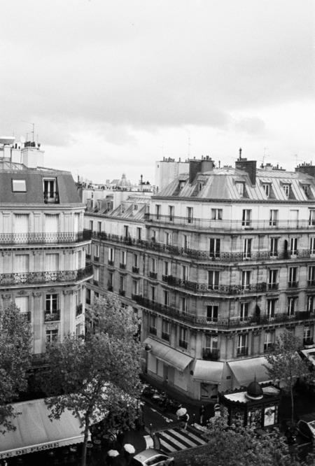 au manoir saint germain hotel 의 꼭대기 방에서..