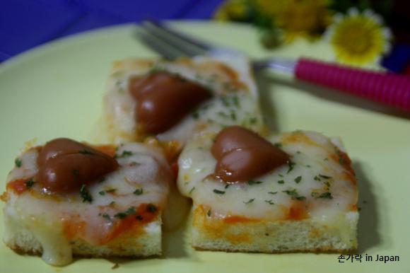 하트비엔나를 얹은 식빵피자