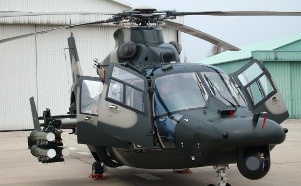 언론에 Z-9WZ 무장정찰헬기를 공개한 중국군