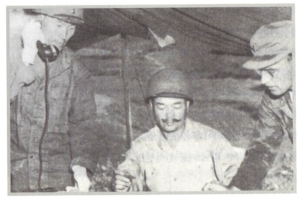 노획한 북한군 지프를 타고 온 김석원 수도사단장