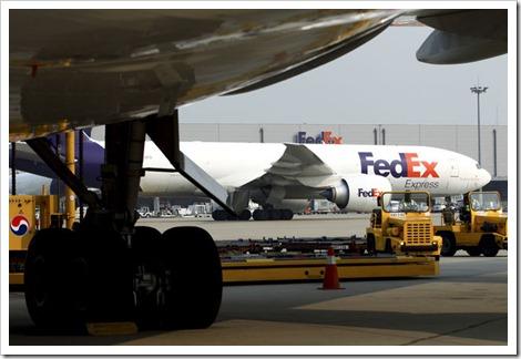 최대 항공운송사 페덱스, 실적악화로 구조조정 ..