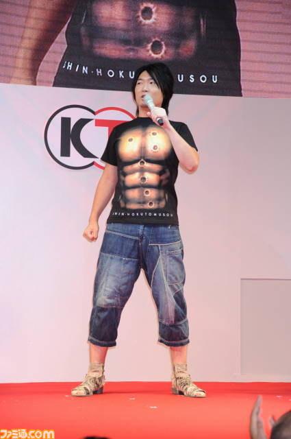 성우 이토 카나에씨의 북두무쌍 근육 티셔츠 착용 모습