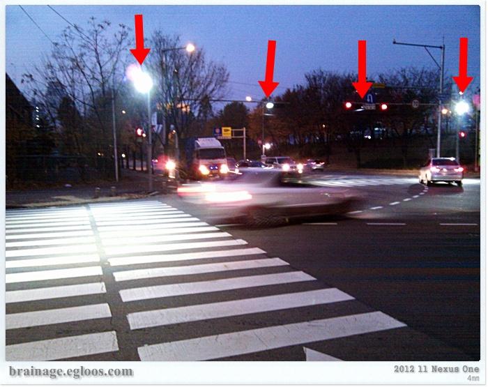 인적드믄 도로의 안전지킴이 - 횡단보도 고휘도 조명