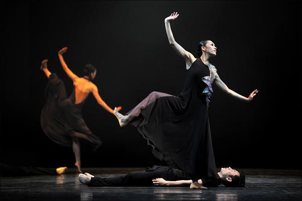 발레 <라이프이즈> 보이고 들리는 춤의 향연