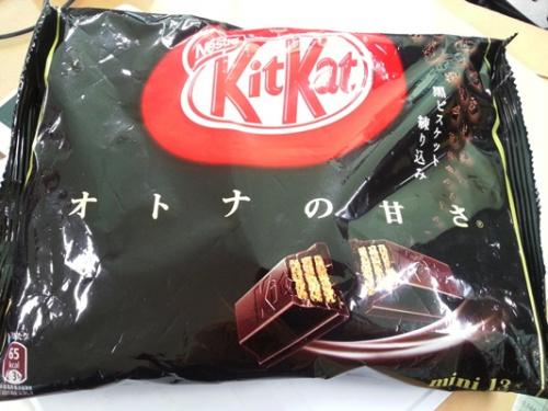 오사카에서 산 킷캣(흑비스킷 배합)