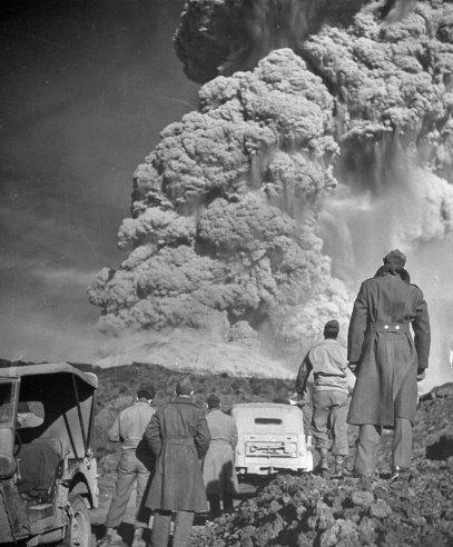[LIFE]1944년, 베수비오 화산의 분화 사진