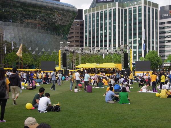 노무현 추모제, 서울광장을 들썩인 노래 하나