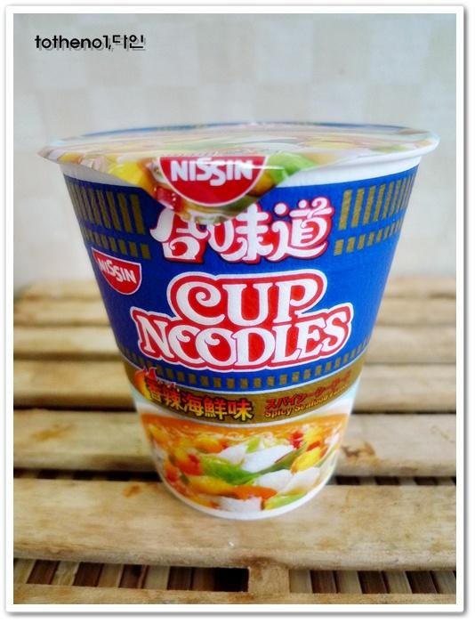 닛신 컵누들, 이번에는 스파이시 시푸드를 먹어봤..