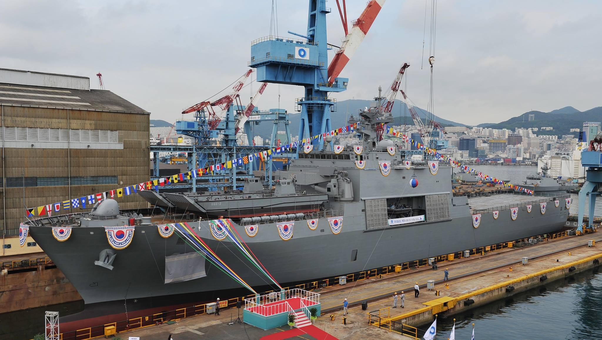 차기상륙함(LST-2) 천왕봉함 진수