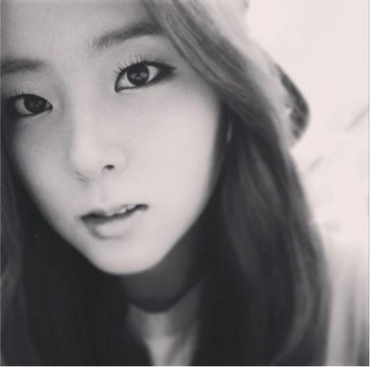 포미닛-권소현 흑백 셀카