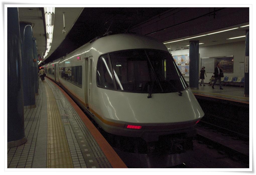 오사카<->나고야 를 운행하는 어반라이너 입니다.