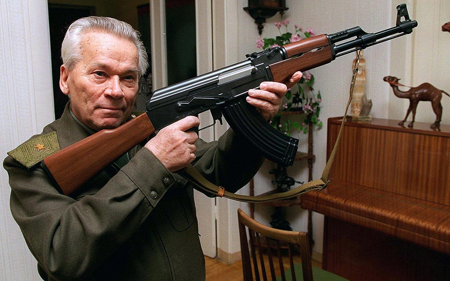 94세로 별세한 AK-47 소총의 개발자, 칼라슈니코프