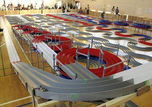 일본에서 전체 길이 1188.7m의 코스를 사용한 미니카..
