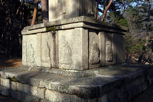 원원사터 동삼층석탑의 십이지신상