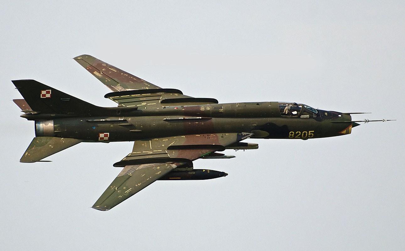 Su-22 공격기를 업그레이드하는 폴란드 공군 外