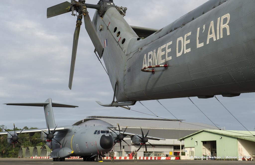 처음으로 대서양을 횡단 비행한 A400M 수송기