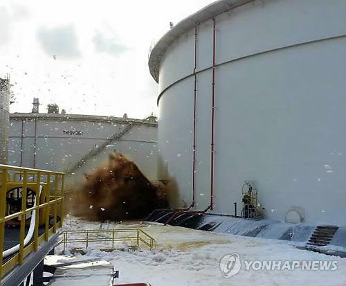 에쓰오일 원유탱크 균열..4시간째 기름 유출 중(..