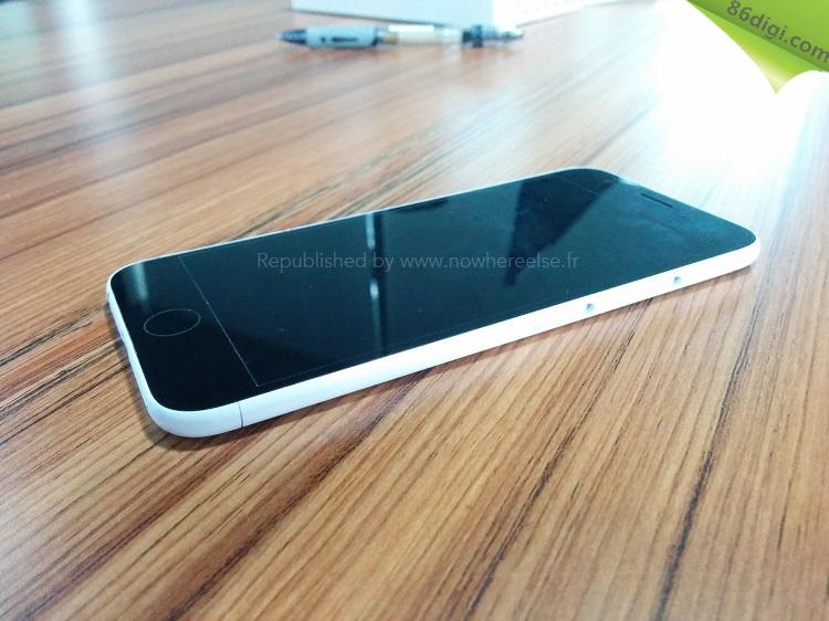 이제는 iPhone 6의 목업 사진도 나오는군요.