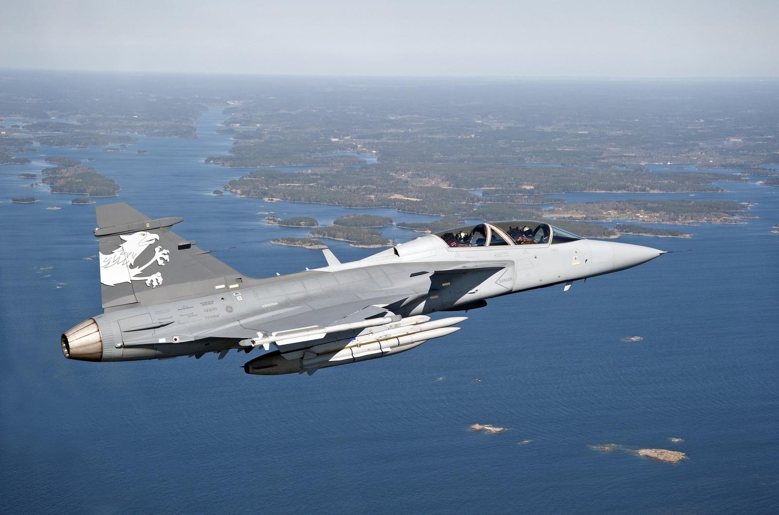 해외협력 없이 그리펜 E 개발을 추진하려는 스웨덴..