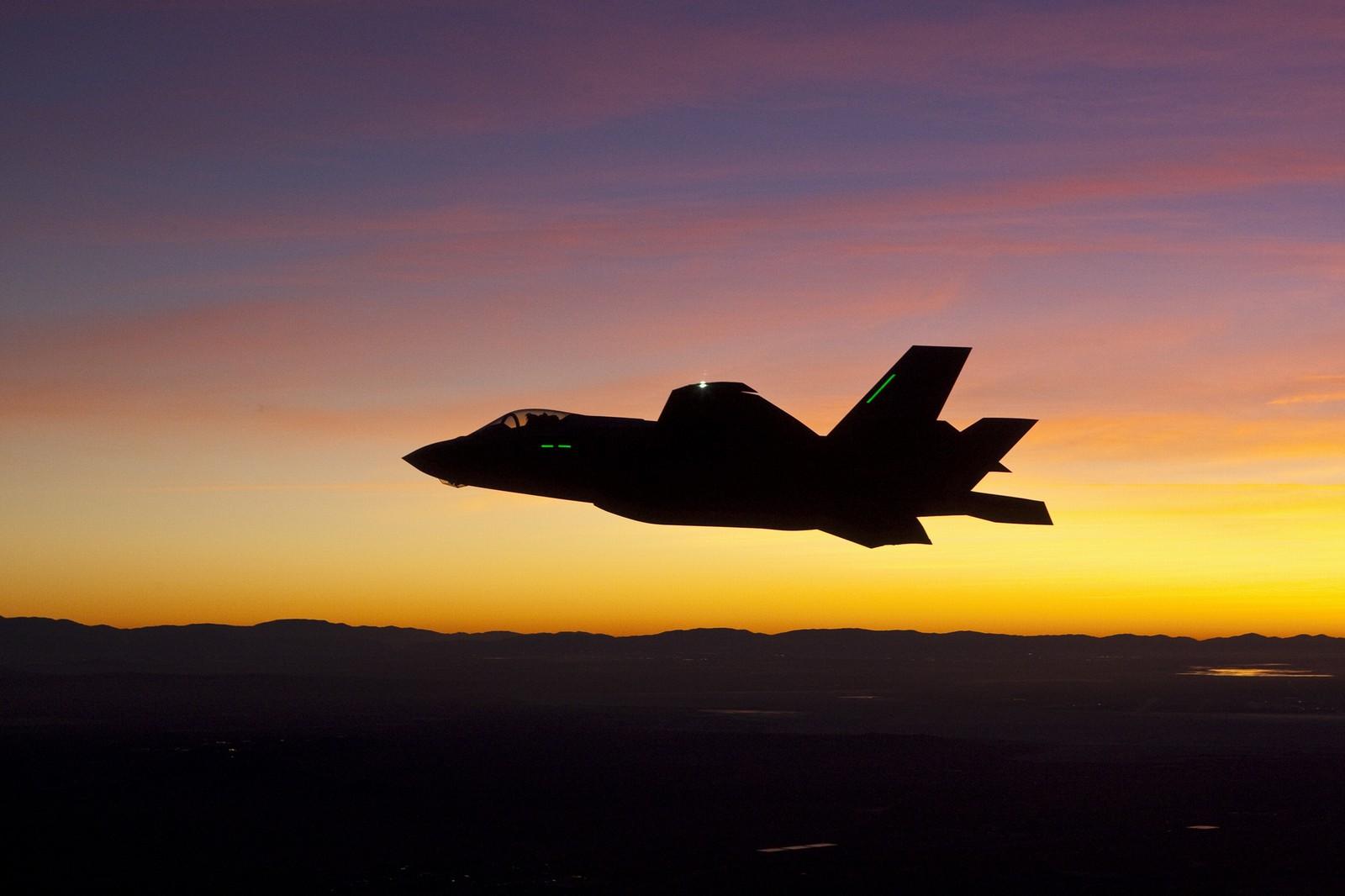 캐나다의 F-35 지지자들이 경쟁입찰에 반대하는 ..