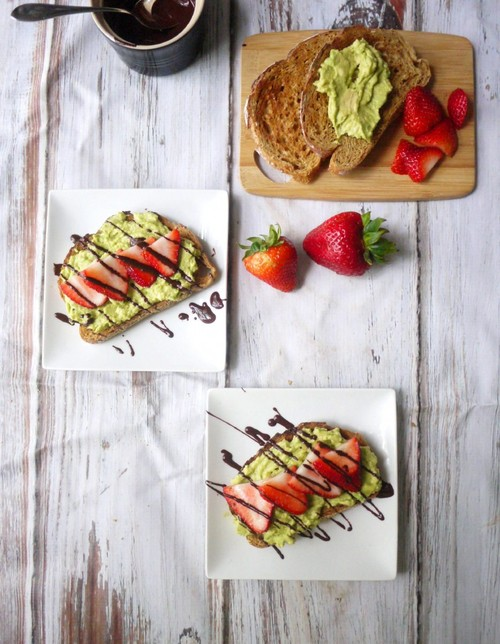Strawberry avocado toast with dark chocolate drizzle / Recipe