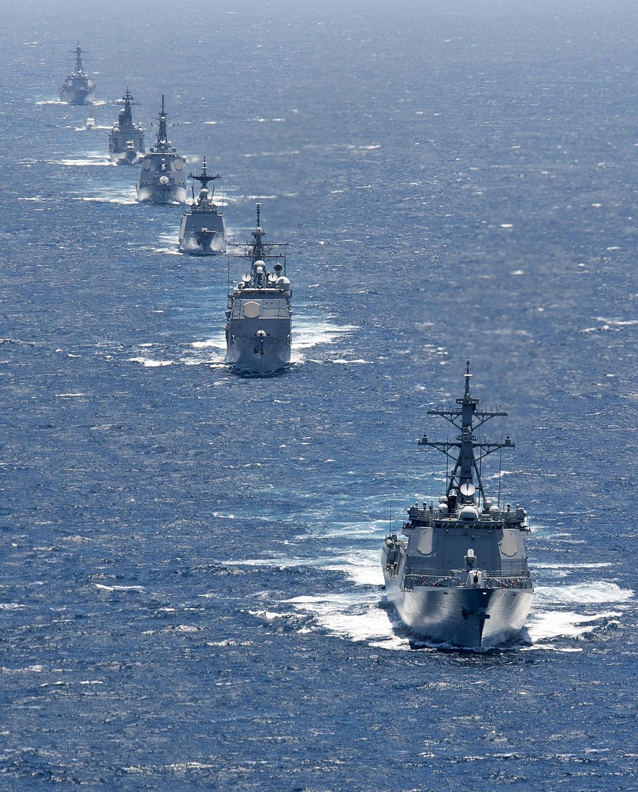 2012년 RIMPAC 종료후 한미일 삼국 함대 항진 모습