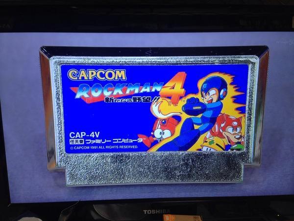 일본의 방송 프로그램에서 '록맨4' 골드 카세트를 ..
