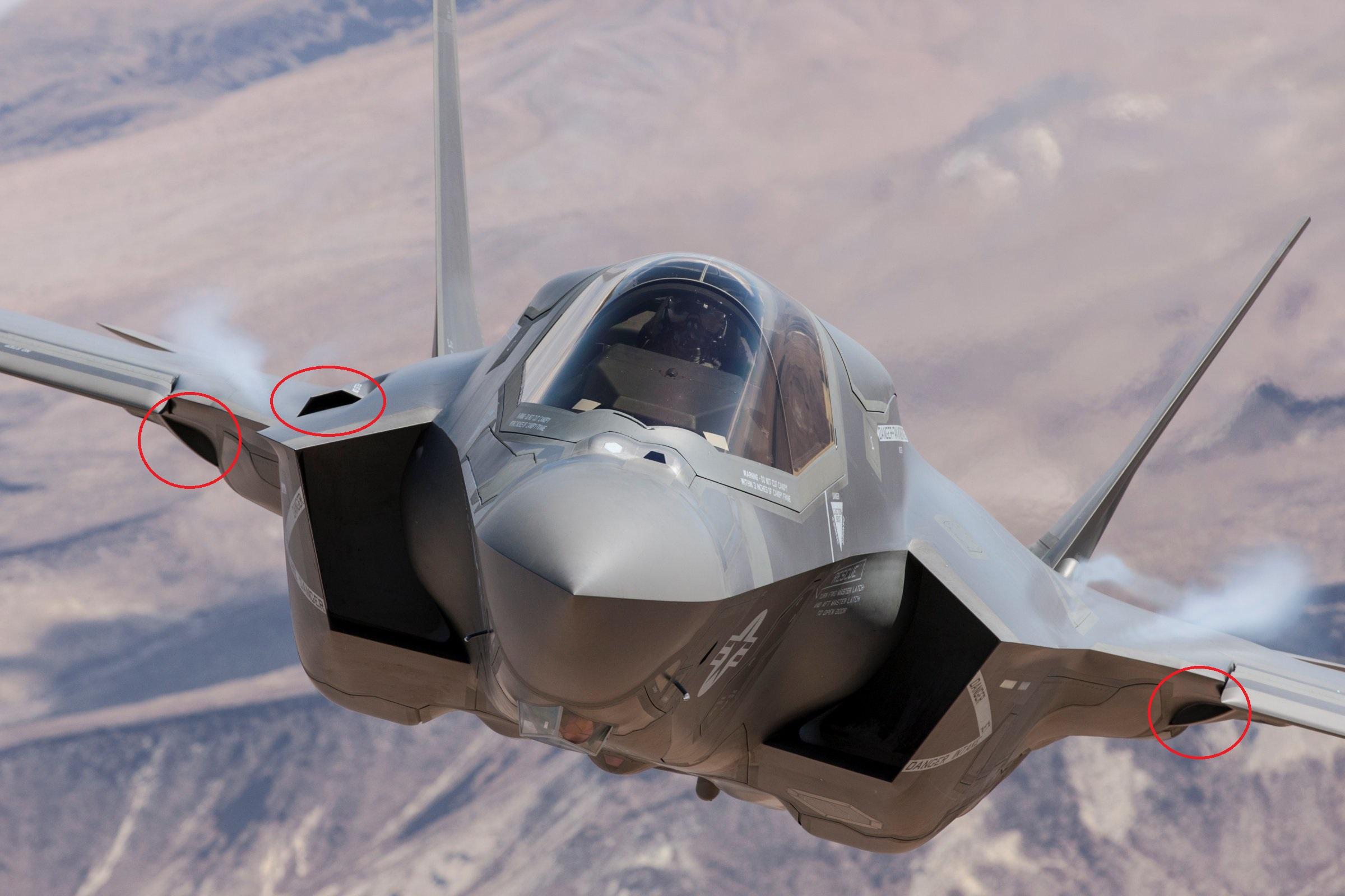 F-35 기체 전면 동공들 (cavities)