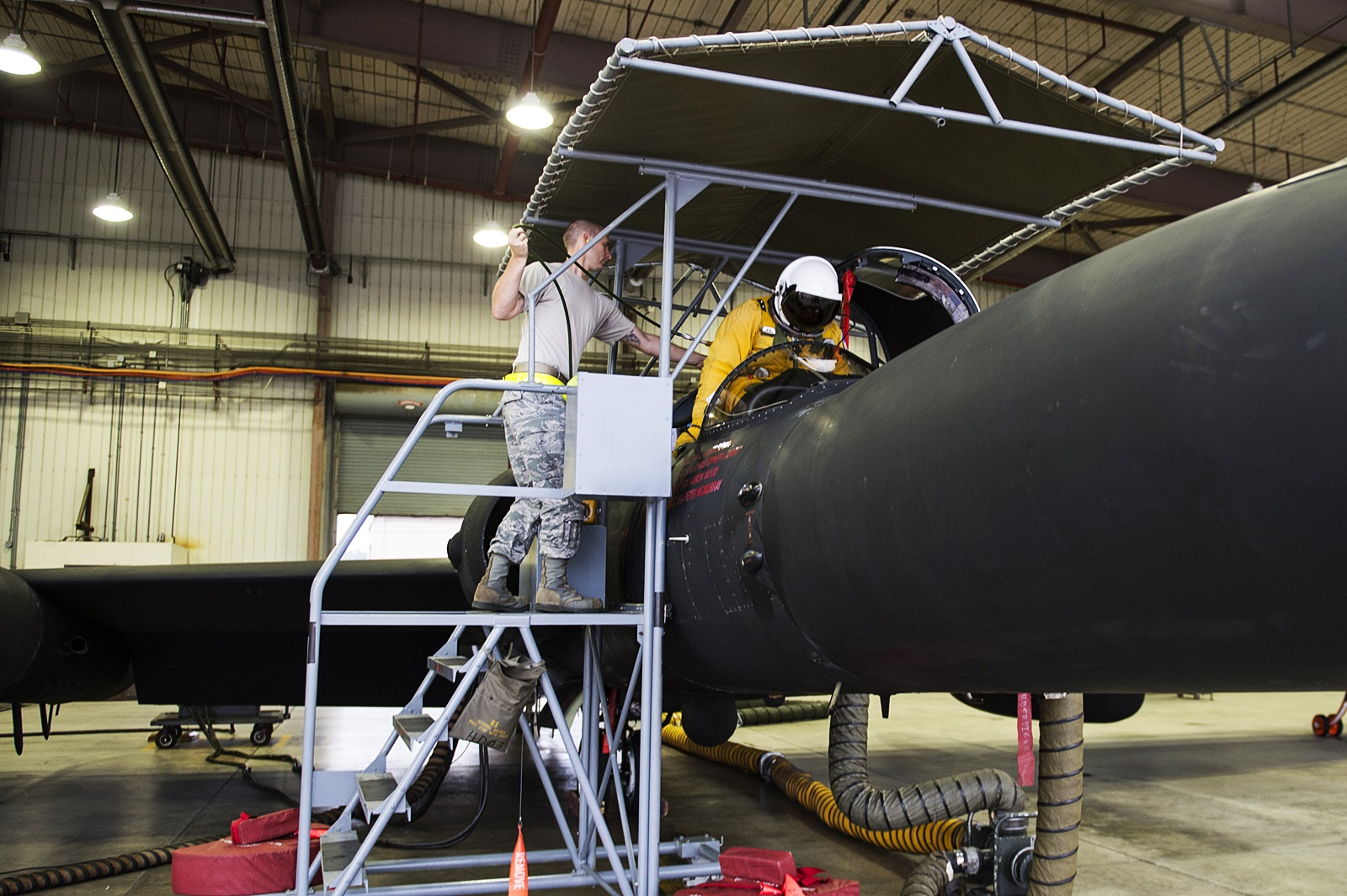 한반도 안정을 지원하는 오산기지의 U-2, F-16 및 ..