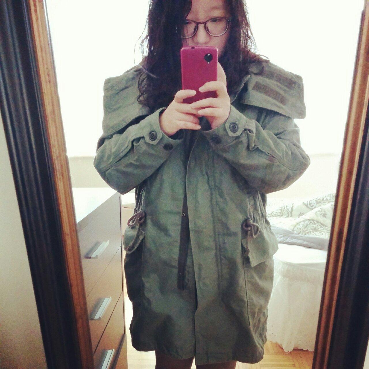 추워져서 야상 입고 다니는 중.