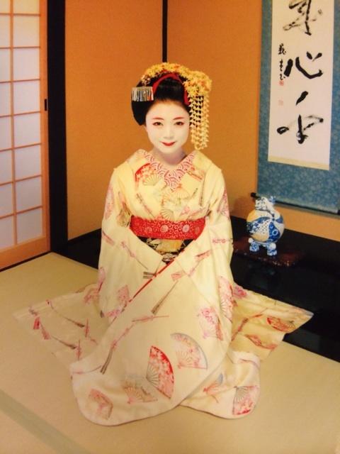 성우 미모리 스즈코, 교토에서 마이코로 분장한 모습