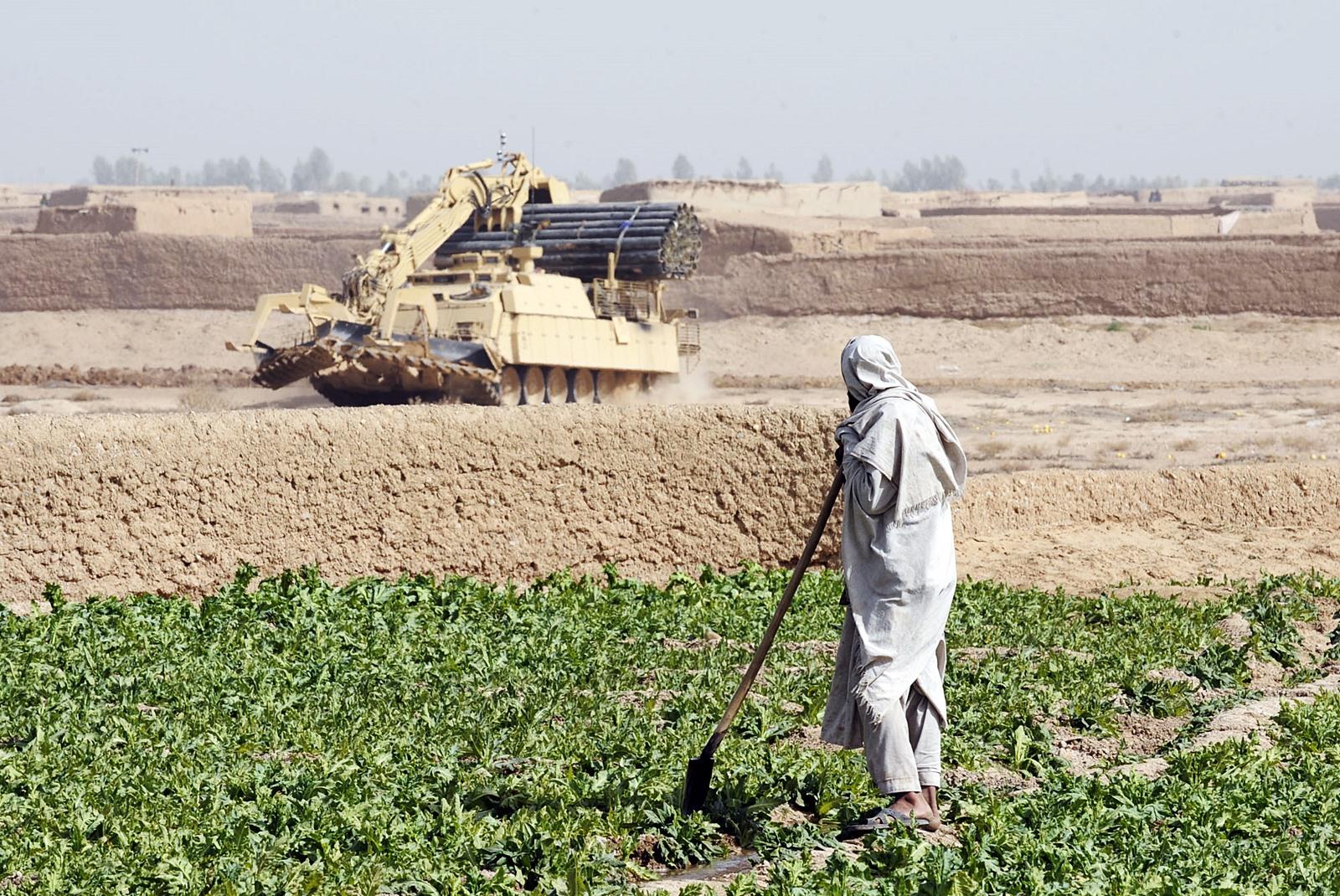 아프칸에서 활약하는 영국육군 Trojan 공병전차