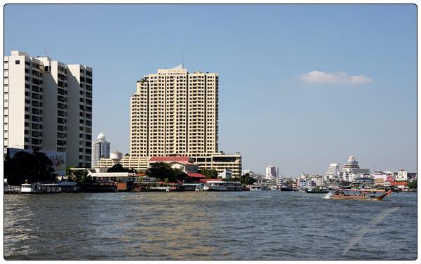차오 프라야 강 과 새벽 사원 Chao Phraya river ..