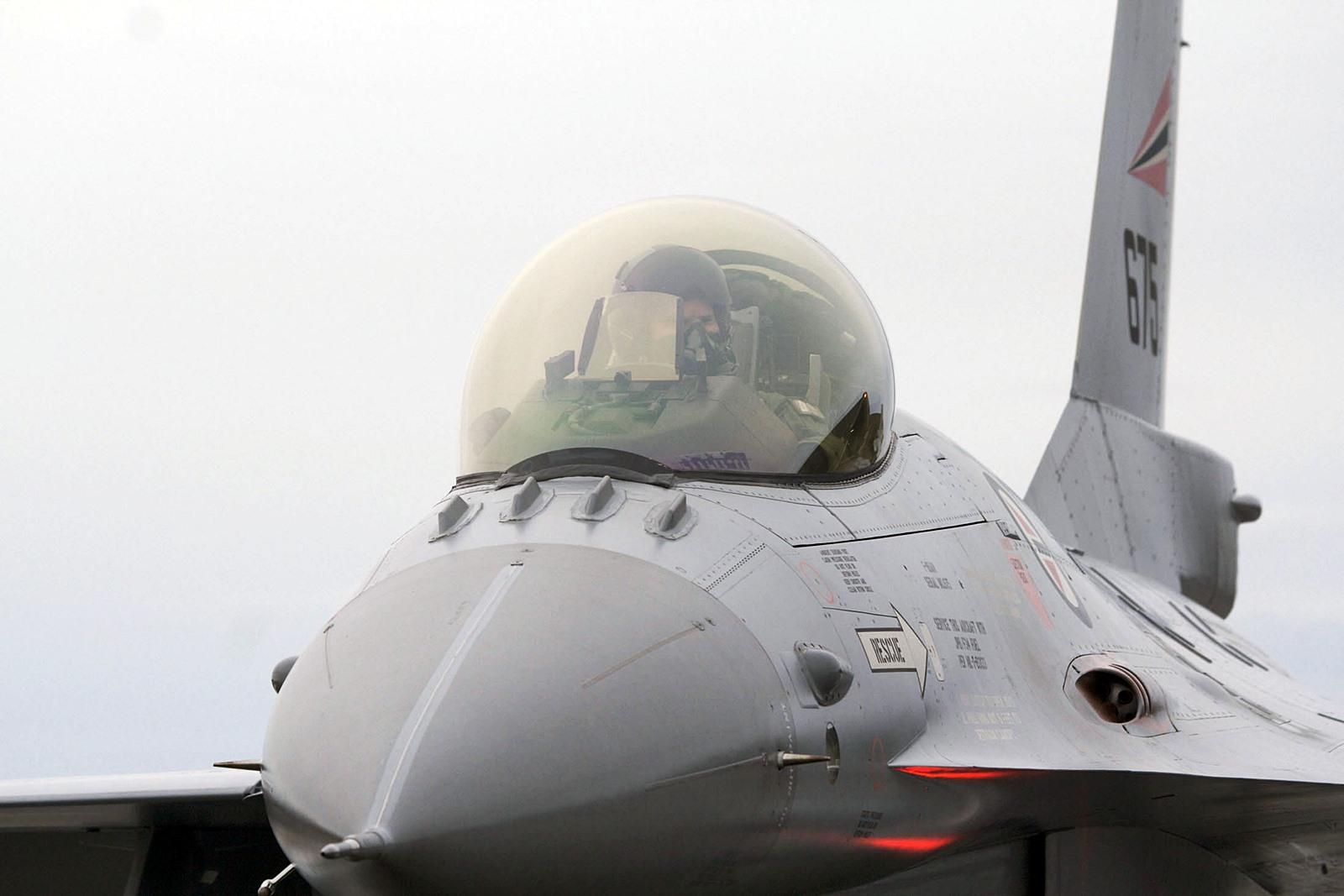 Iceland Air Meet 2014 수행하는 노르웨이공군 F-1..