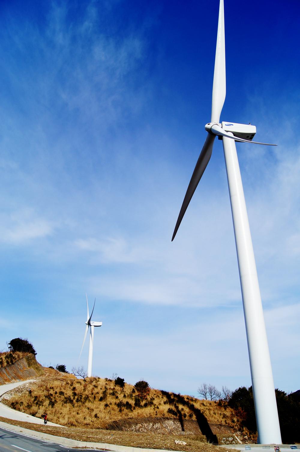 양산.. 풍력 발전기.