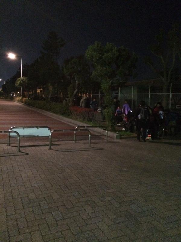 코믹마켓87 개최를 앞두고 벌써 수많은 사람들이 철야..