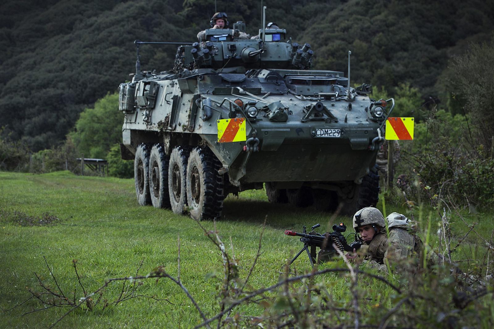 뉴질랜드육군 NZLAV 장갑차와 미해병대 합동훈련 ..