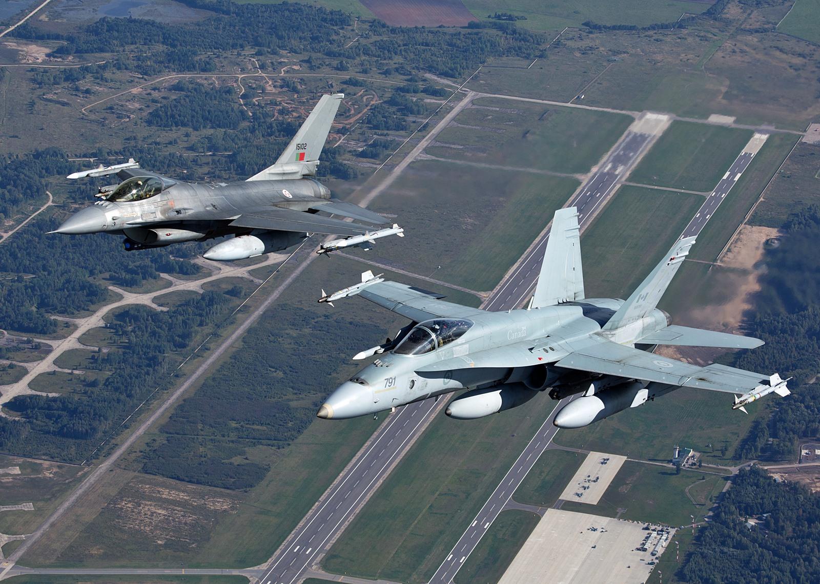 BAP 임무중인 캐나다공군 CF-188과 포르투갈공군 F..