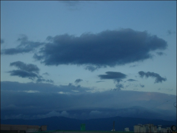 아침 노을(5:50), 비온 뒤 하늘의 구름 풍경