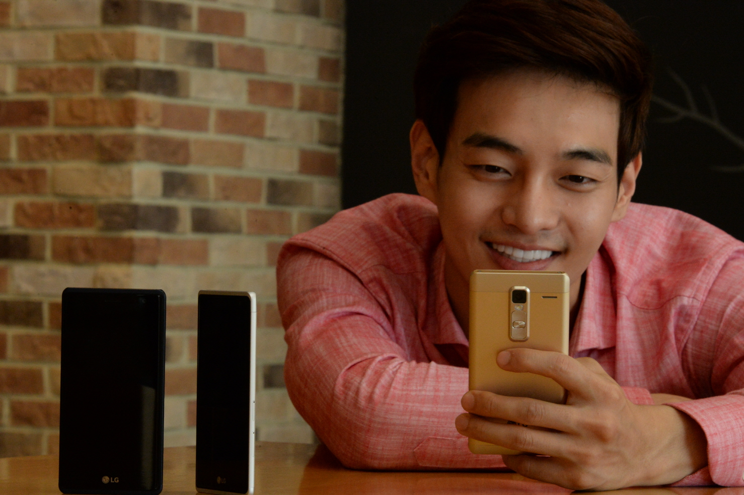셀카에 강한 보급형 LG 스마트폰, LG 클래스 출시