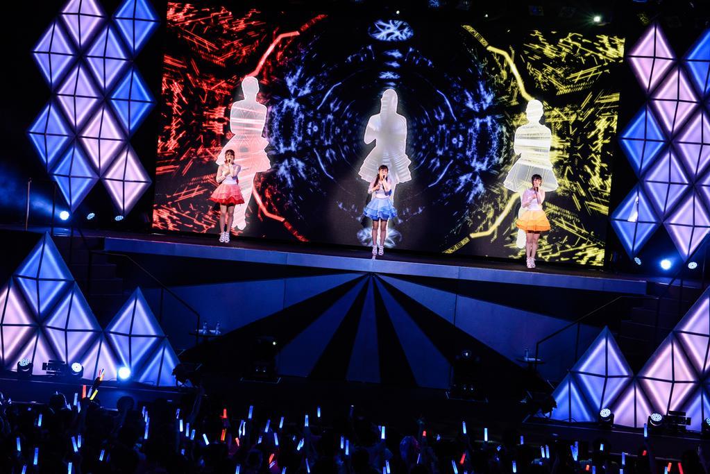 성우 유닛 'Trident'의 2번째 라이브 공연 첫째날 모습