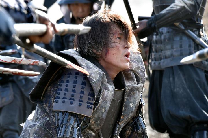 실사 영화 '노부나가 협주곡'이 일본 주말 극장가 관..