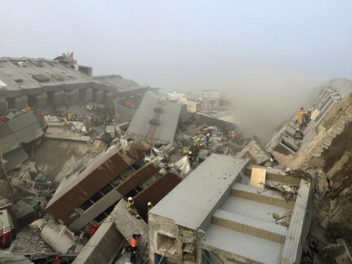 대만 지진 현장의 두부 건물