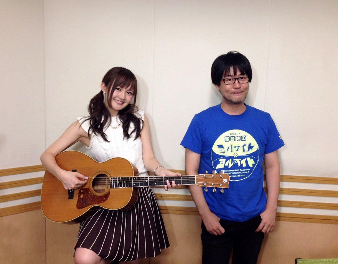 와시자키 타케시 & 니시 아스카의 사진이로군요.