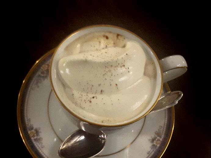 [망원]커피가게 동경- 아인슈페너, 아몬드자..