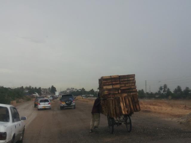 [탄자니아] 비 오는 거리