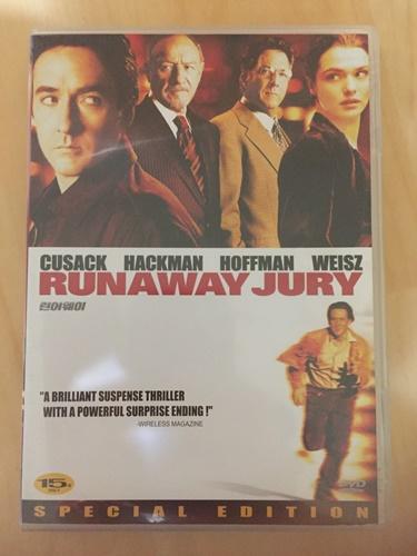 """""""런어웨이"""" DVD를 샀습니다."""