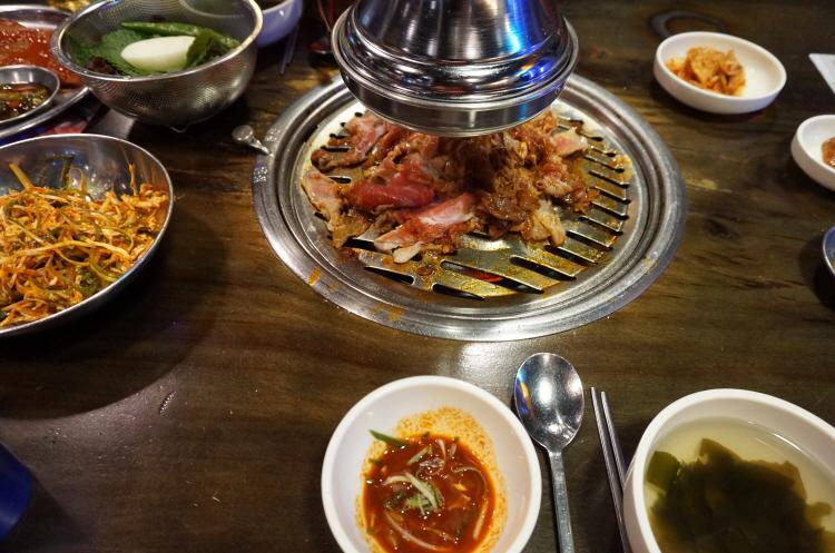 새마을식당 열탄불고기, 껍데기, 7분돼지김치
