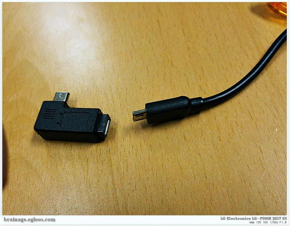 거치대 충전을 편리하게 하는 USB 꺽임 커넥터