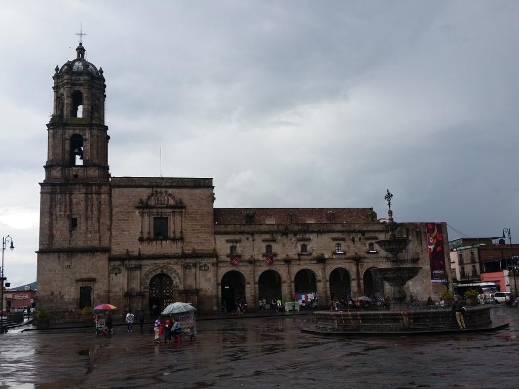 [멕시코] 모렐리아 비야돌리도 광장(Plaza Val..